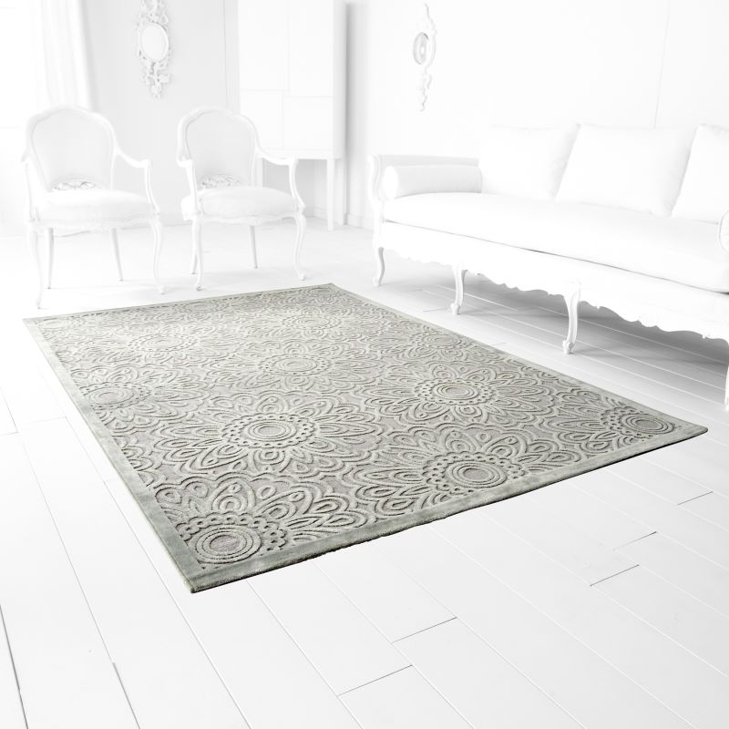 Cyan Design Charell Gray Viscose and Chenille Power Loomed Rug 5 x 7.5